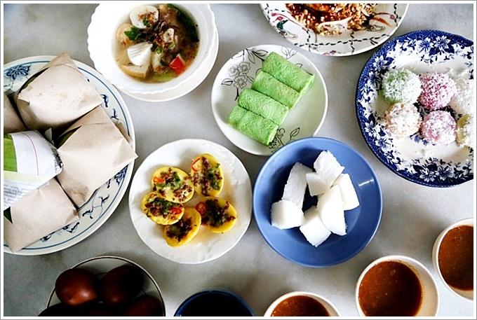 【馬來西亞:麻坡美食】R&H Caf'e, Satay Maharanl – 麻坡人的特有早餐「沙嗲」好美味,柔佛蘇丹也喜歡,還有各種耶漿飯、魚板湯、cara berlauk、Kuih Apang都好吃!
