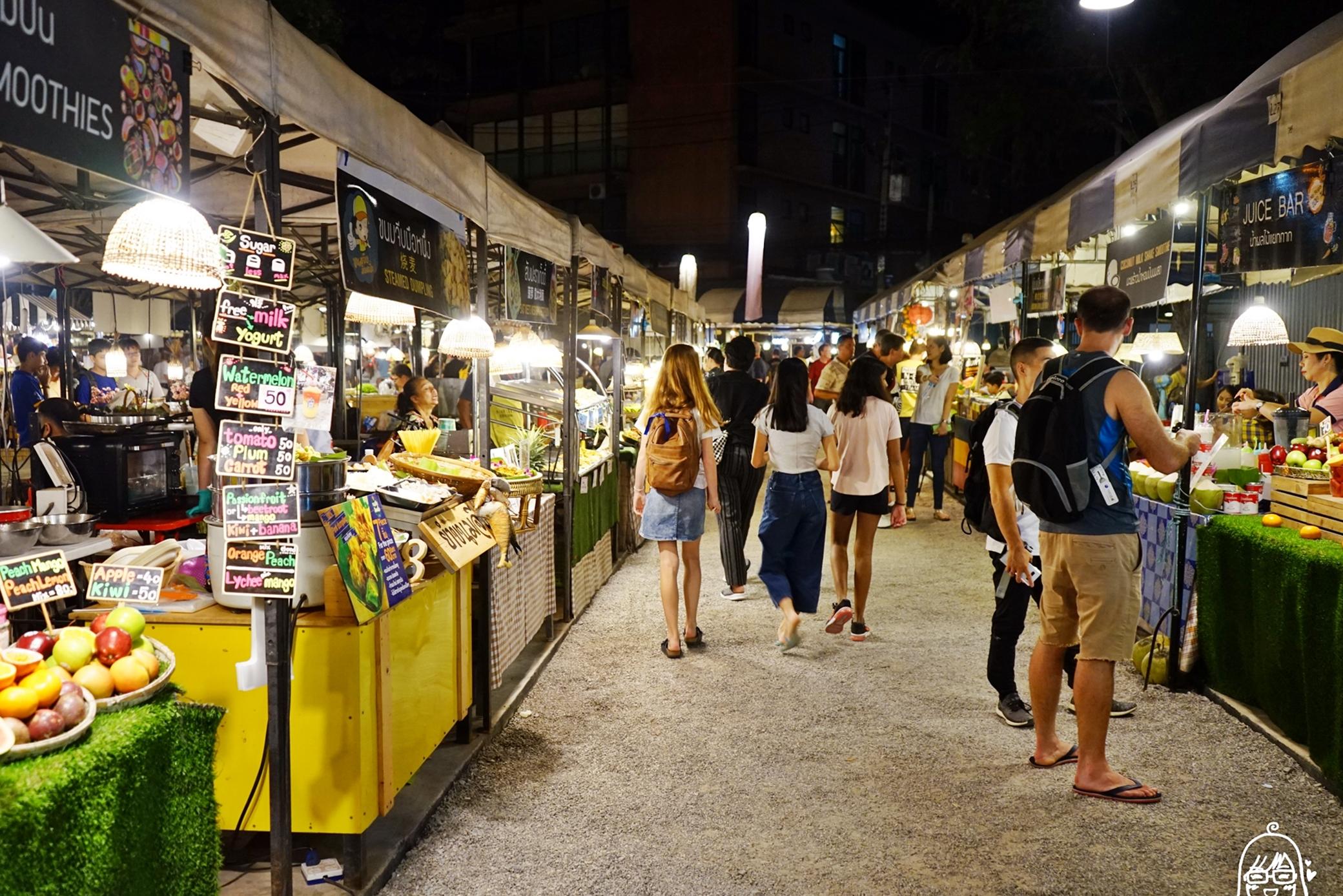 『泰國。華欣』 新美食廣場 Tamarind Market Chic and Chill 羅望子夜市|每星期四五六日營業,聽歌吃街邊美食的泰國夜市情調。