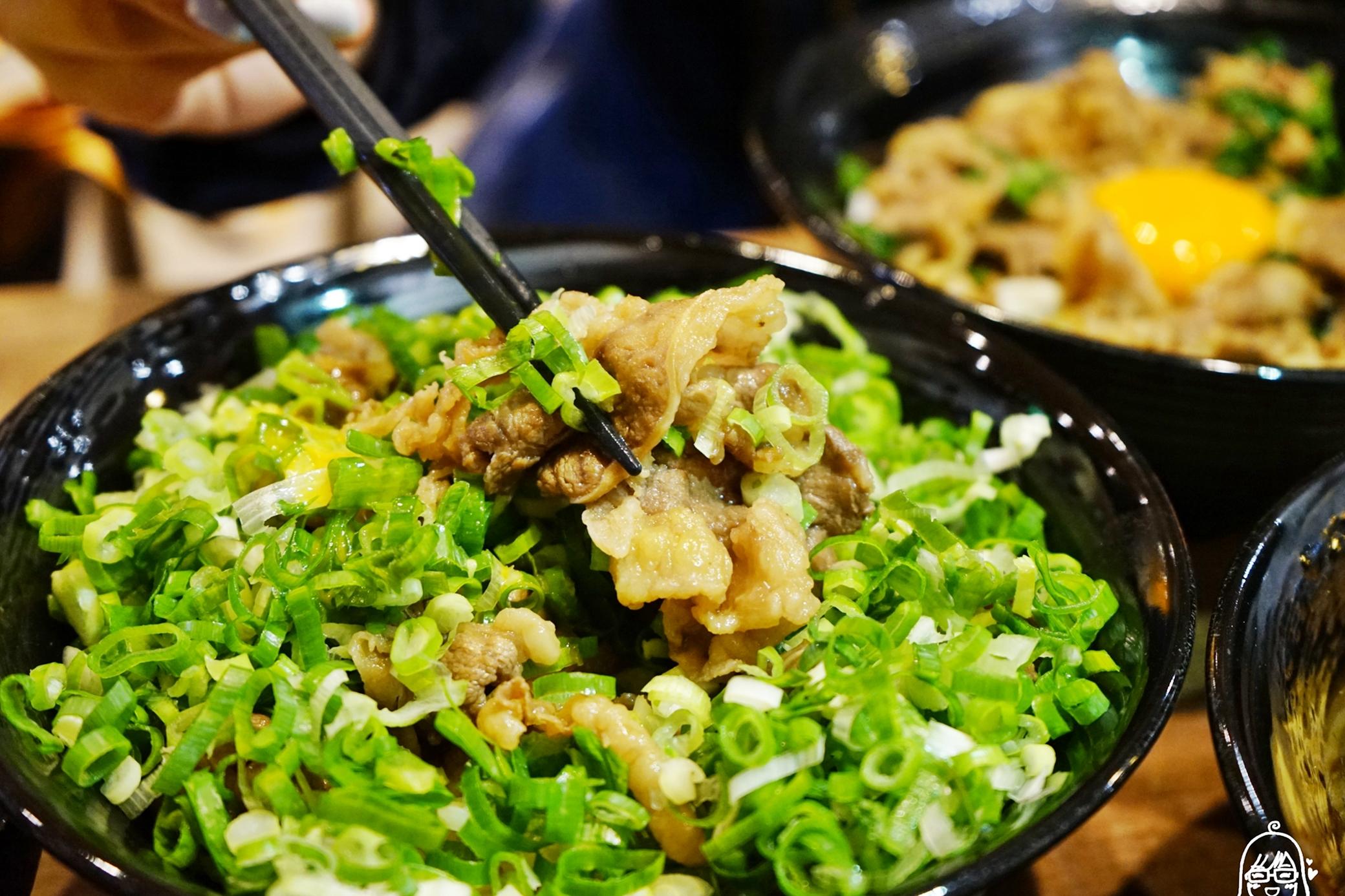 『桃園。美食』  新丼 創意丼飯專賣|將近30種創意丼飯 平價大份量!還有白飯、小菜、味噌湯、熱茶無限免費續到飽。