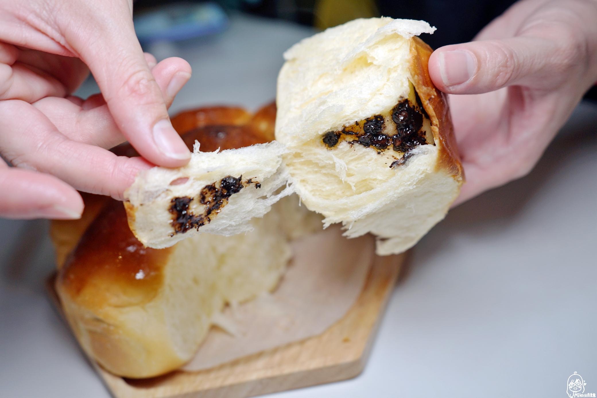 『懶人。料理』 氣炸雙味手撕麵包|芷要上菜 氣炸鍋出好料  烤麵包真的比蛋糕難度高多了!不過剛出爐那柔軟又鬆軟的層次感讓人好著迷,而且自己做真的很安心。