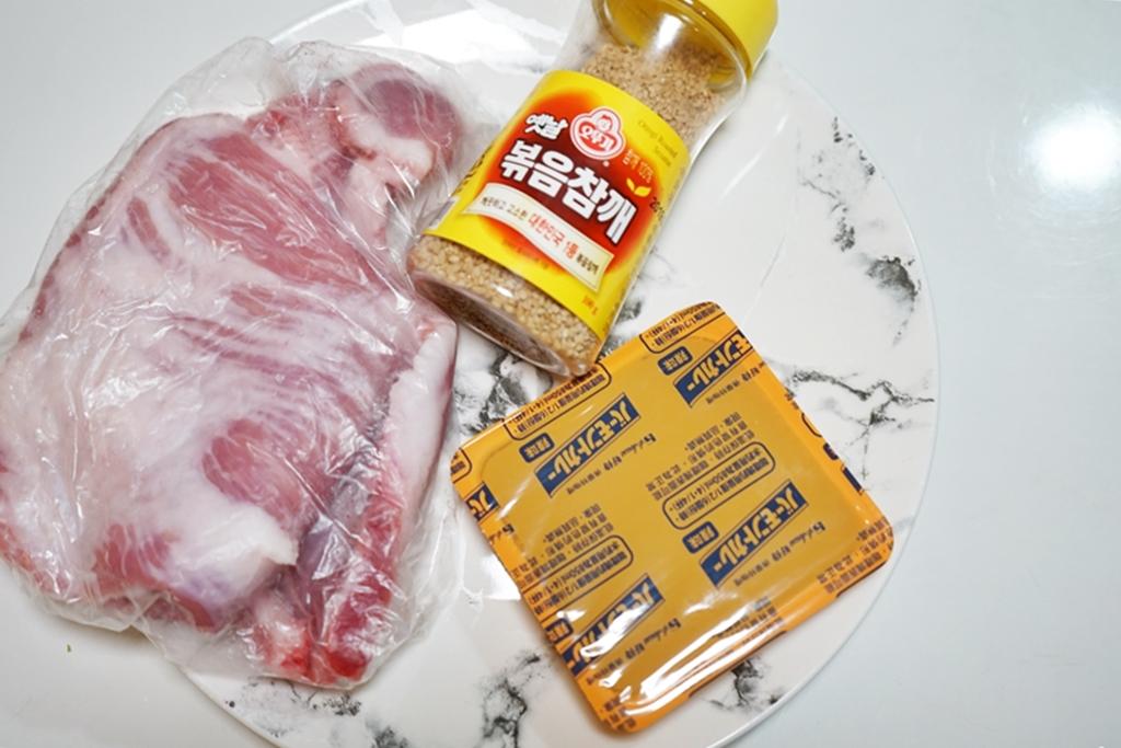 『懶人。料理』 氣炸咖哩松阪豬|芷要上菜 氣炸鍋出好料  咖哩也可以當醃料 搭配松阪豬真的好入味好好吃。