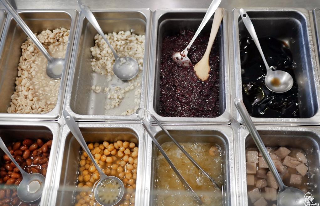 『桃園。中壢』 內壢火車站周邊美食  有樹手作甜品|在地人超推薦的甜品冰店,天然無添加色素、親自手工熬煮的古早味冰品。