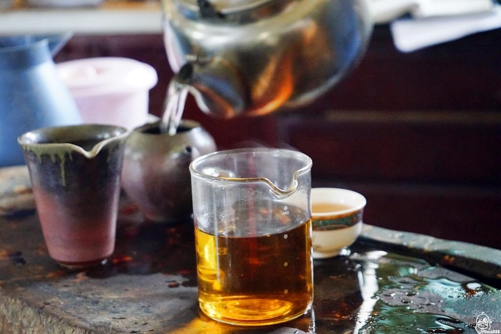 『苗栗。頭份』 日新有機茶園|以茶起家、有機栽培,品東方美人茶的香  嚐酸柑茶的客家風味,還可以走入茶園當一日採茶妹  體驗製茶流程。