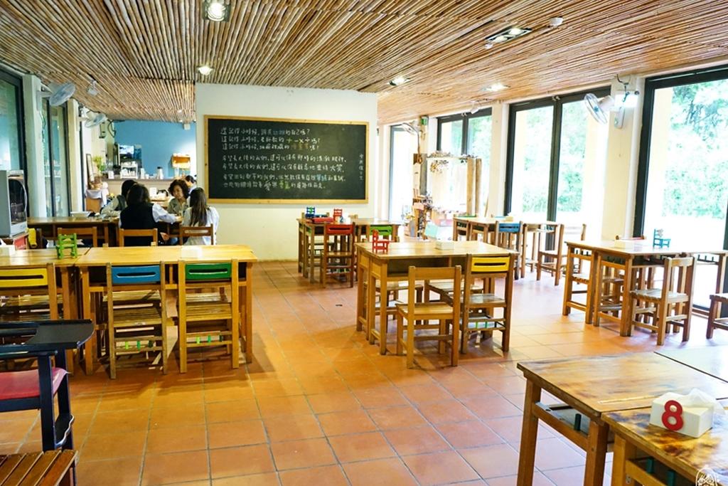 『新竹。橫山』 大山北月景觀餐廳 森林步道X 策展空間X 慢活餐飲|同學 上課了!山中廢校重生,走入森林小學堂 重回學生時光,一起玩DIY壓花棒棒糖。