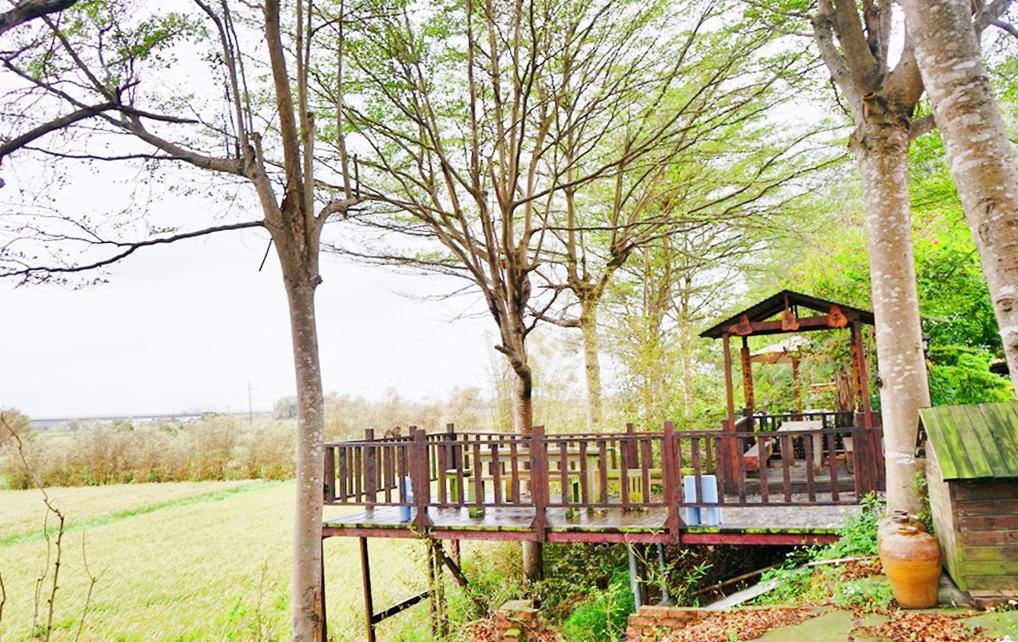 『桃園。新屋』石滬藝棧  超隱藏版秘境咖啡廳|回收木棧板工廠兼營咖啡廳 擁有黃金稻浪的優美環境 充滿木頭香氣的虹吸式好喝咖啡。
