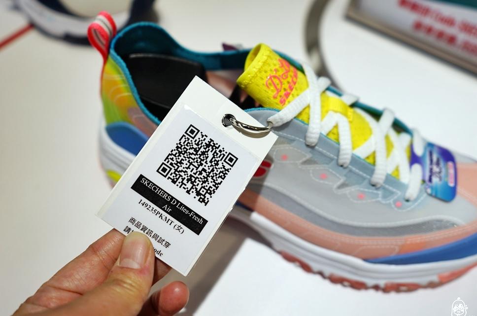 『台中』 ACS跨運動體驗店|全台最美鞋牆 潮流時尚科技運動風體驗店  將實體店舖商品虛擬化  手機掃一下QR Code 虛擬鞋牆、虛擬倉庫全現形, 還有鮮肉店員隨時等妳召喚喔。