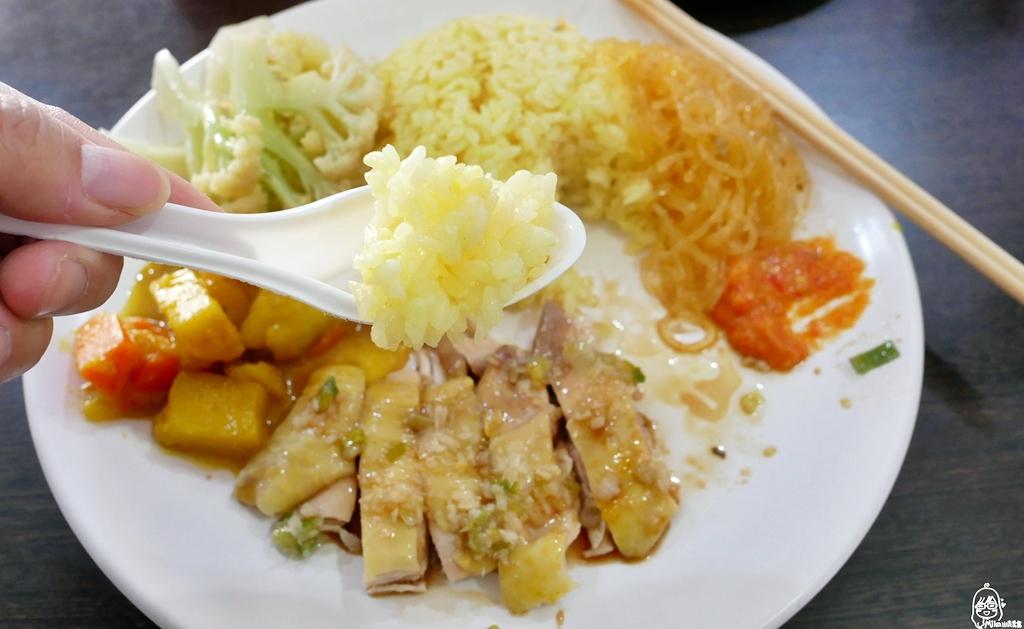 桃園 新加坡海南雞飯(正宗)|桃園最好吃又平價,百元不到的海南雞飯在這裡!還有料多湯濃的海鮮叻沙拉麵必點。