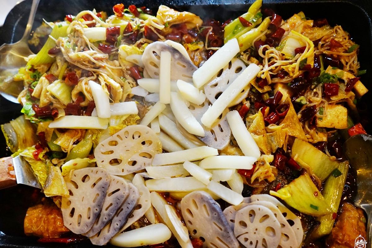 台中 城裡來的巫山烤魚(城𥚃城外2店)|台中第一 正宗麻辣烤魚  現在紅到開二店了喔!活魚料理 現點現撈 獨家特製辣油 四十二種中藥草熬煮六小時的精華  讓人上癮的鮮香麻辣。