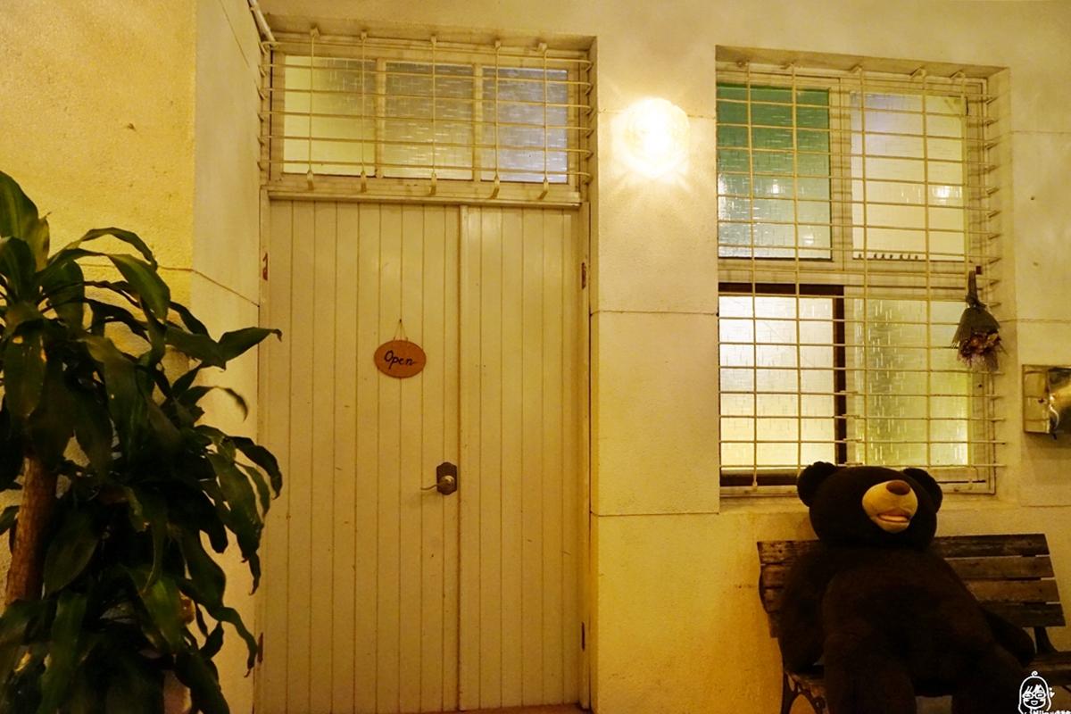 台南  單賣共和國 寵物友善餐廳|google評價近300則  4.8高分 台南老屋與經典丹麥傢俱、美食的中西融合 全台唯一堅持無煎炸的異國料理。