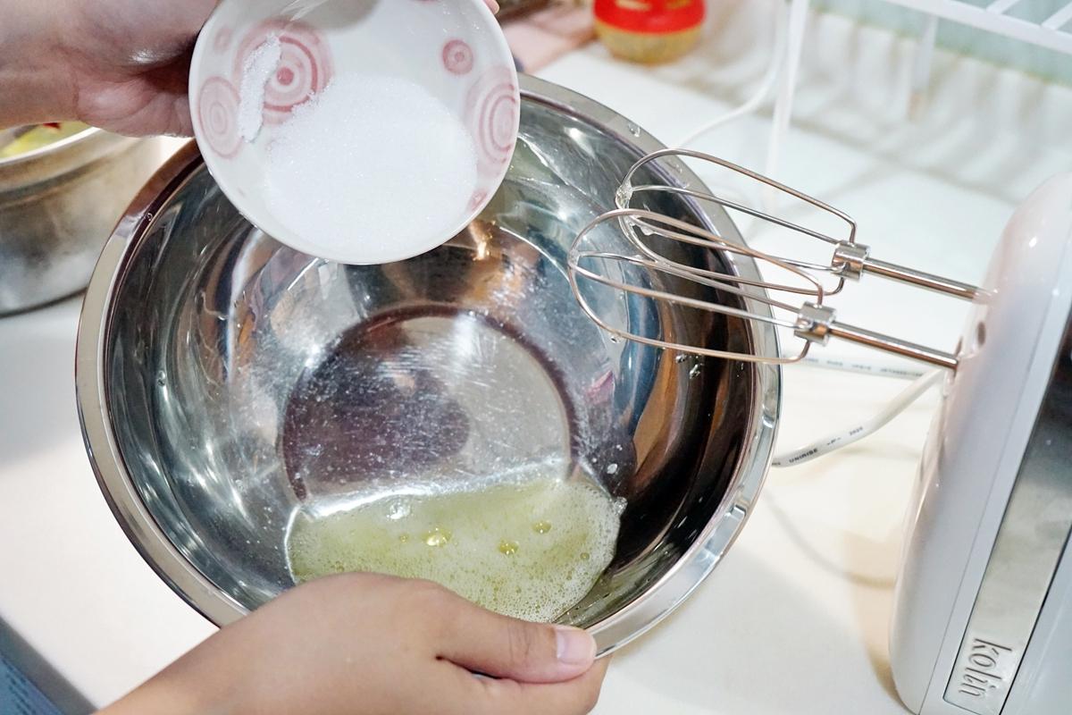 手作烘焙。食譜  舒芙蕾鬆餅|鴨鴨氣炸鍋甜點烘焙食堂  教妳第一次煎舒芙蕾鬆餅就上手!