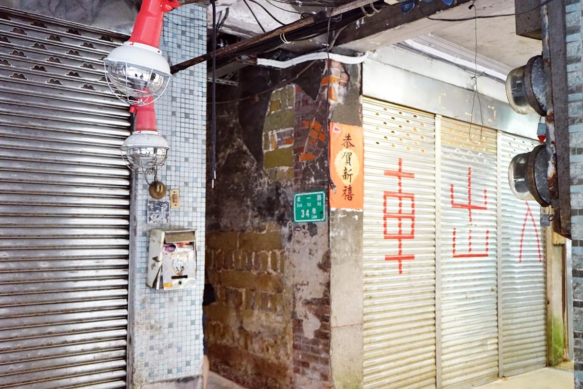 基隆 第34夜 – Night 34th.義大利麵|慶安宮正後方窄巷間的綠葉鐵門  只有晚上才營業 充滿音樂與藝術氣息的隱藏版餐廳。