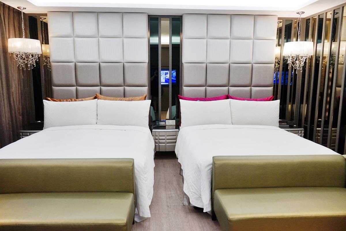 台中推薦住宿  水雲端旗艦概念旅館|逢甲商圈周邊 超奢華摩鐵motel&商務飯店結合  房間內就有超大專屬KTV包廂以及室內滑水道!還有設備完善的親子友善遊戲室。