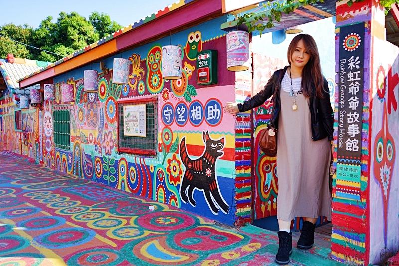 『台中。南屯區』 國外觀光客人氣景點 彩虹眷村|可愛繽紛彩繪塗鴉的彩虹童話村  孤獨星球選為「世界的祕密奇跡」景點 ,更是國外觀光客最愛景點 新增彩虹溜滑梯。