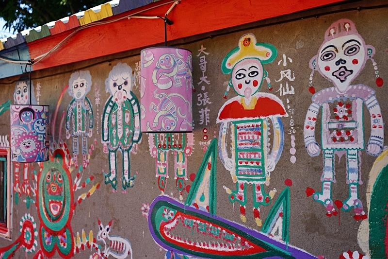 『台中。南屯區』 國外觀光客人氣景點 彩虹眷村|可愛繽紛彩繪塗鴉的彩虹童話村  孤獨星球選為「世界的祕密奇跡」景點之一 ,更是國外觀光客最愛景點 新增彩虹溜滑梯。