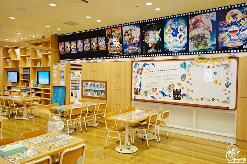 『日本。北海道』 札幌  新千歲機場國內線3F  哆啦A夢空中樂園SKY PARK|大人小孩的夢想樂園,一起來尋找哆啦a夢的百寶袋,親眼見到小時候最嚮往的法寶,覺得好驚喜。免費區還有兒童遊樂場、圖書室、付費DIY區、咖啡、專賣店、夾娃娃大頭貼區。
