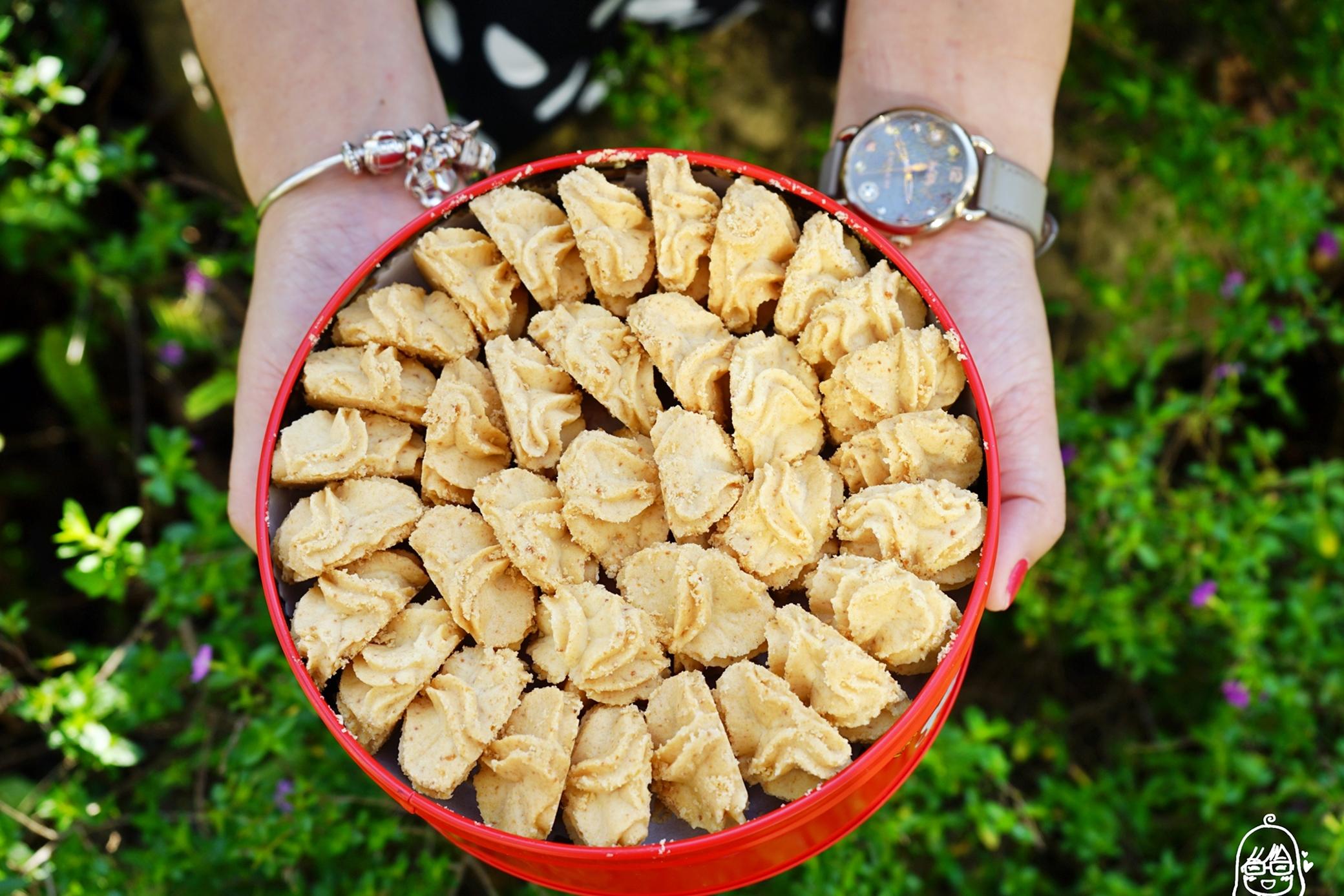『台中。西屯』 愛威Cookies Shop 鐵盒手工曲奇餅乾 1/7~1/29快閃台中大遠百|來自大甲的必買伴手禮 我心目中第一名的曲奇餅 大遠百快閃價全面95折還有滿額贈好禮  報我名字還有打9折粉絲價喔。