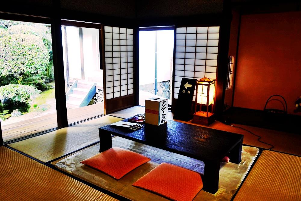 『日本。佐伯』  歷史與文學之道| 日本道路100選之一  石板道路、白色土牆及武家宅邸的城下町風情 更是明治時期的文學家矢野龍溪的老家,是充滿歷史與文學道路百選。|2019年0211-0214九州大分近郊自駕山海遊 農泊體驗四天三夜之旅