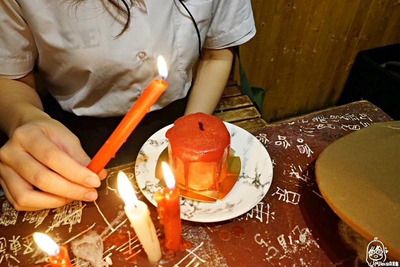 『桃園。中壢』 好咖 Howcup CURRY CAFE'|你是忘記了 還是害怕想起來!提醒你別忘了來好咖 萬聖節返校吃主題餐點,還有期間限定『赤燭』 和 『自由之書』甜點。