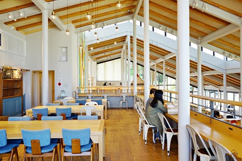 『日本。九州』 佐賀 最具話題的圖書館  武雄市圖書館&九州鬆餅咖啡廳〡 一間讓人想整天泡在這裡 喝咖啡吃鬆餅像個文青一樣被書香薰陶,還有兒童圖書館與九州鬆餅咖啡廳,佐賀必朝聖景點。