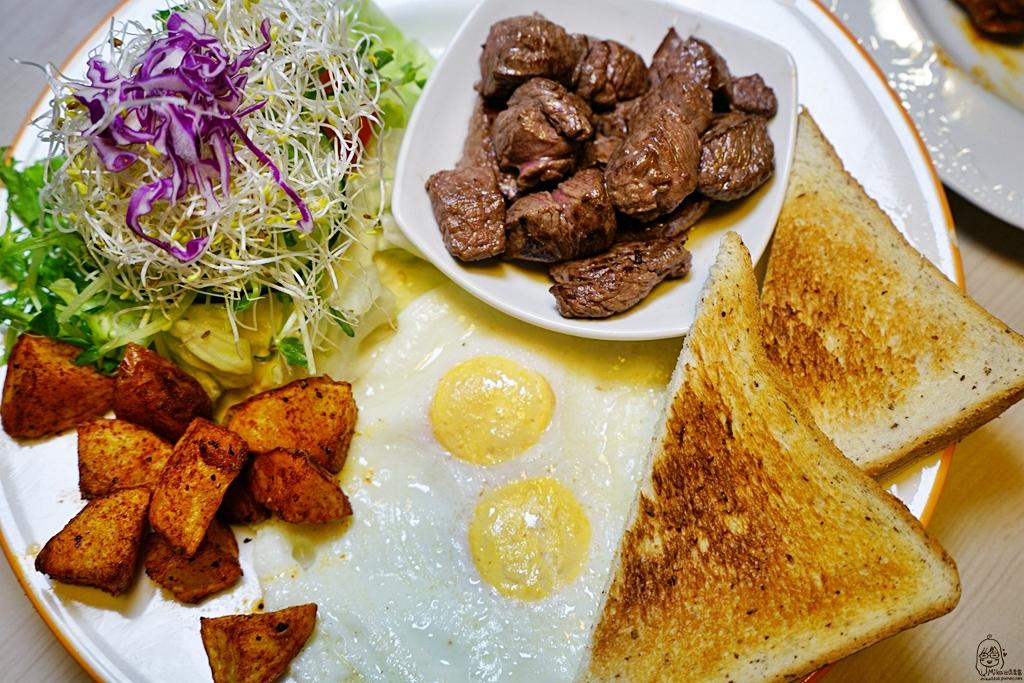『台中。北屯區』 奧樂美特.Olimato Bistro|森林系美式咖啡餐酒館  全天候美式超大份量早午餐供應  環境優雅舒適。