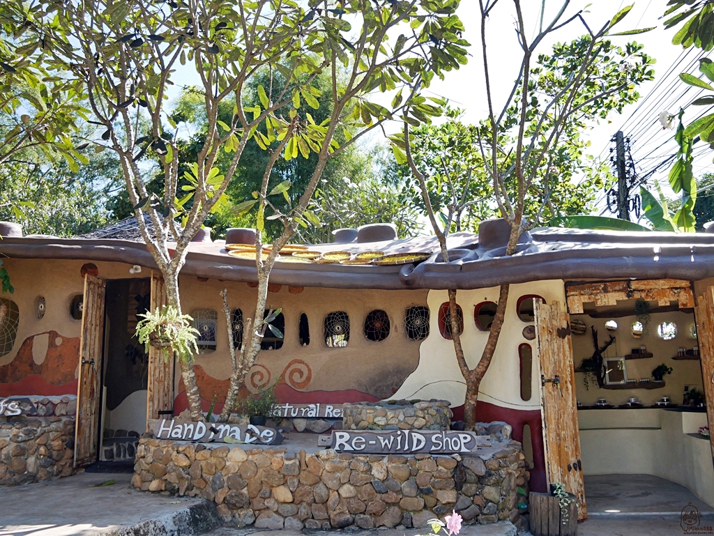 『泰國。擺鎮』 Pai推薦DIY手工肥皂 瑜珈教學的野外旅館 Re-wild House|一起回到野外 感受PAI最原始的山居生活  提供瑜珈室, Spa, 按摩服務, 還有手工肥皂DIY教學喔|2018/1117-1125 清邁/清萊/擺鎮 國際水燈節自駕九天八夜之旅