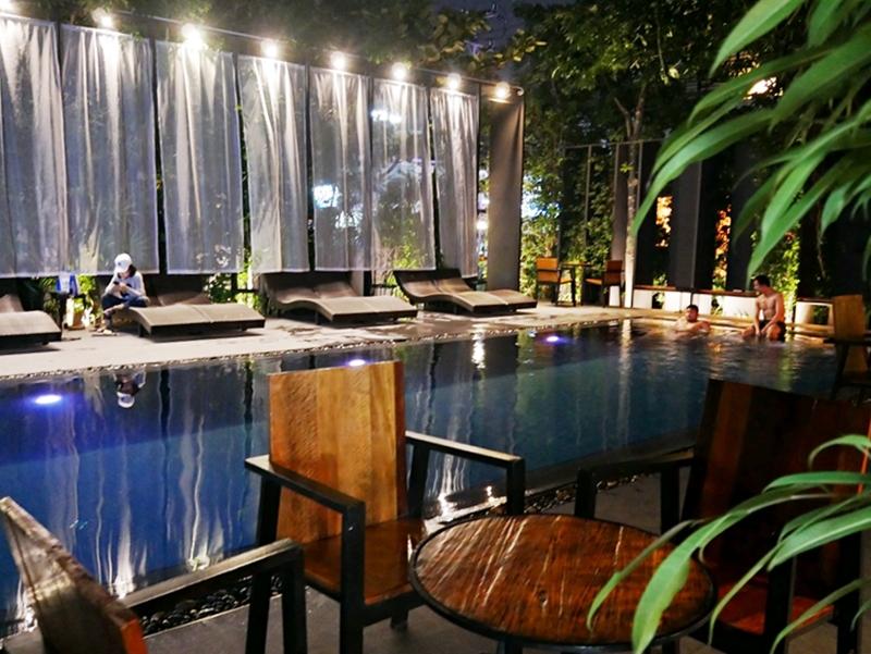 『泰國。清邁』 尼曼床飯店 BED Nimman|尼曼區推薦住宿 時尚平價服務佳  超美游泳池還有24小時無限供應的下午茶、飲料、礦泉水,超值推薦|2018/1117-1125 清邁|清萊|擺鎮 國際水燈節自駕八天七夜之旅
