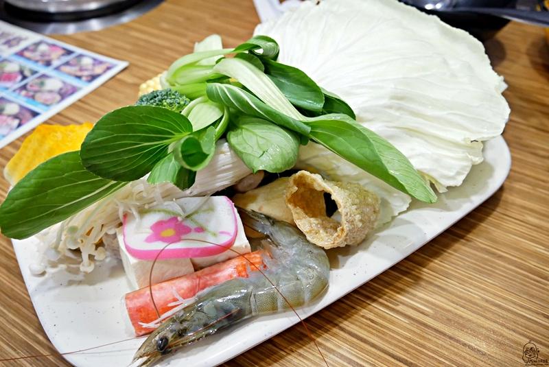 『台中。大甲』 鍋全日式涮涮鍋-大甲總店|大甲最強最好吃涮涮鍋 活跳跳蝦子新鮮美味 份量大又超值。