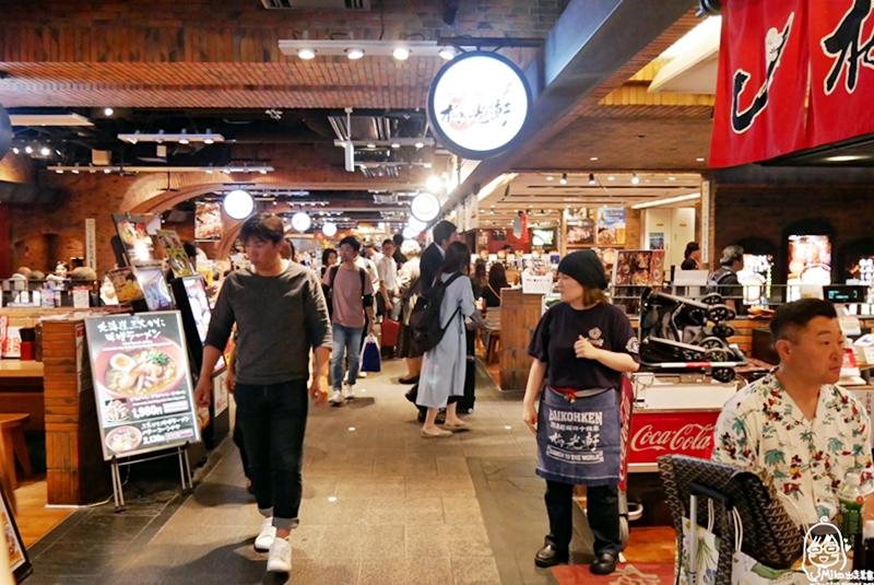 『日本。北海道』 札幌飛燕拉麵 新千歲機場  3F拉麵道場|空港限定,一天限量100碗的金味噌白胡麻擔擔麵超推!芝麻肉燥香氣濃郁迷人,上飛機前來上一碗可回味許久。