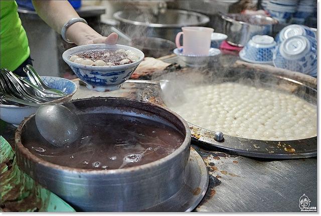『宜蘭。羅東』羅東紅豆湯圓-在地巷弄40年老店美食,純天然手工冷熱湯圓,還有季節限定版的蜜蜂包圍紅豆甜湯圓奇觀。 @Mika出走美食日誌