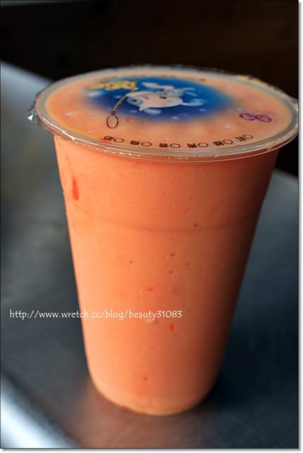 『苗栗美食』香醇好喝-黃記木瓜牛奶專賣 @Mika出走美食日誌
