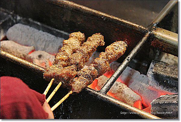 『高雄美食』瑞豐夜市系列-好孜然的新疆小肥羊、羊肉串 @Mika出走美食日誌