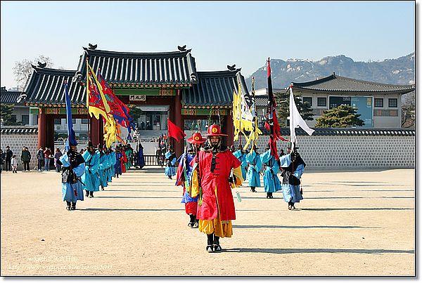 『首爾遊記』2012年首爾自由行- 韓國宮廷古蹟『景福宮』與總統府『青瓦台』 @Mika出走美食日誌